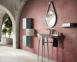 Composition contemporaine d'une vasque sur pieds et petits rangements suspendus colorés de la série Twist
